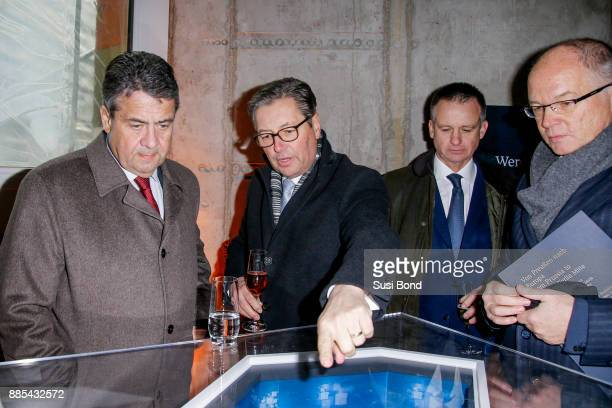 German politician Sigmar Gabriel Wilfried Uhr Uwe Schmitz and Lutz Engelke during a press conference to the opening of the art event 'Halt in Berlin...
