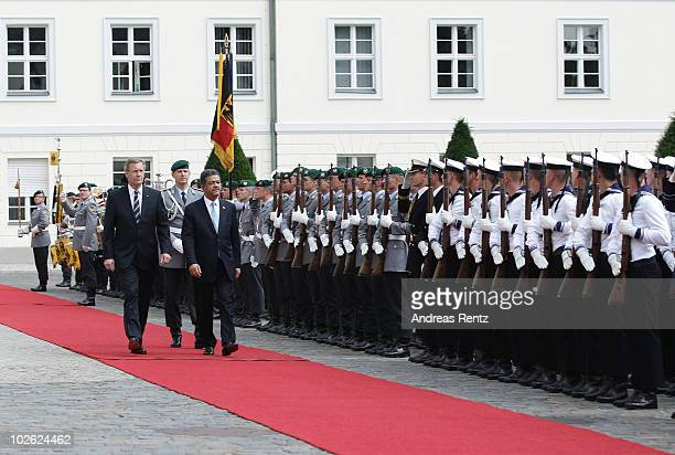 German President Christian Wulff and Leonel Fernandez Reyna President of the Dominican Republic review a guard of honour upon Reyna's arrival at...