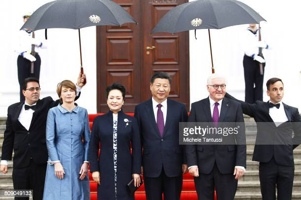 German President FrankWalter Steinmeier and First Lady Elke Buedenbender greet Chinese President Xi Jinping and his wife Peng Liyuan at Schloss...