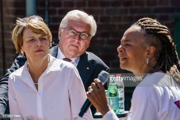 German President FrankWalter Steinmeier and his wife Elke Buedenbender talk to USsinger and Jonas House volunteer Jocelyn B Smith during a visit to...
