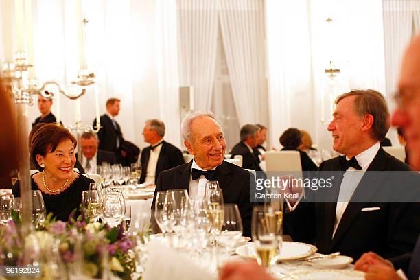 German President Horst Koehler gestures during a gala dinner in honour to Israeli President Shimon Peres on January 26 2010 in Berlin Germany Peres...