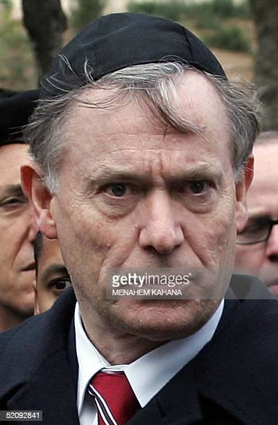 German President Horst Koehler is seen wearing a Jewish scullcap or kipa after laying a wreath at Jerusalem's Yad Vashem Holocaust memorial 01...