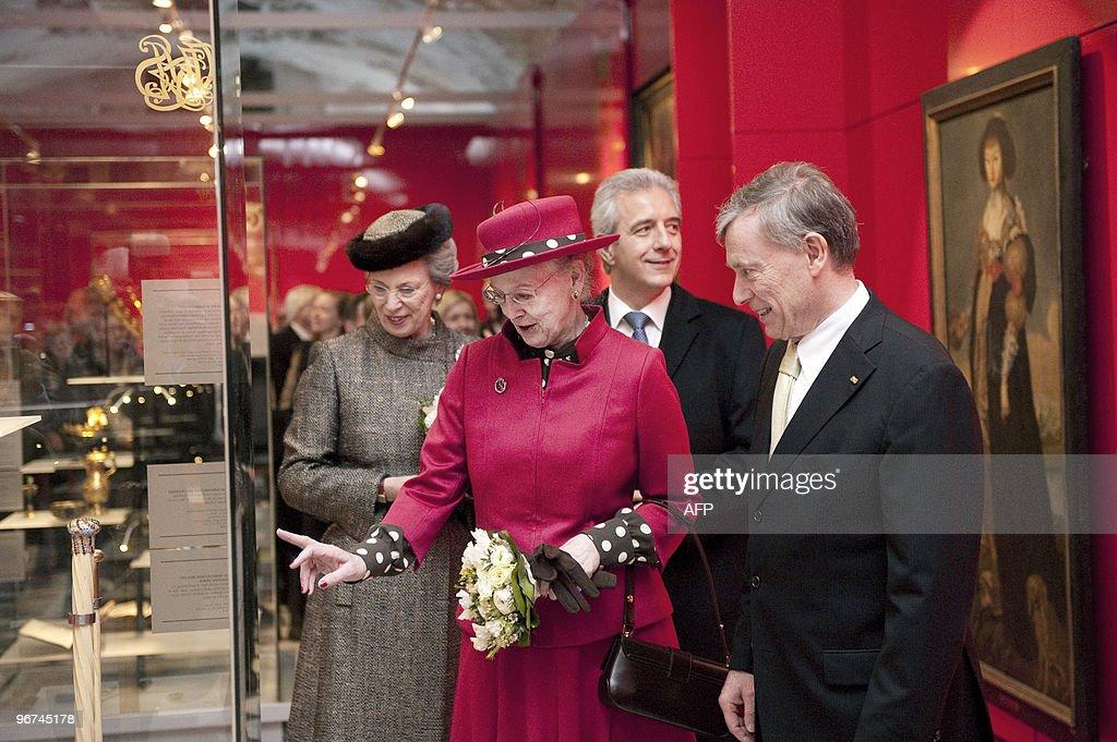 German President Horst Koehler (R), Prim : News Photo