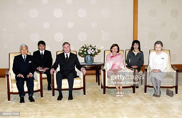 German President Horst Kohler his wife Eva Kohler Emperor Akihito and Empress Michiko pose for photographs prior to their meeting at the Imperial...