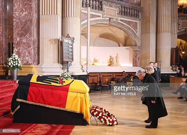 TOPSHOT German President Joachim Gauck and Alexandra Freifrau von Berlichingen widow of late German President Roman Herzog stand in front of his...