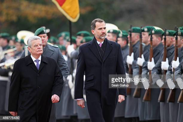 German President Joachim Gauck and King Felipe VI of Spain review a guard of honour at Schloss Bellevue presidential palace on December 1 2014 in...