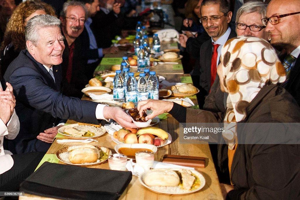 Gauck Participates In Ramadan Fast Breaking : News Photo