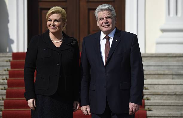 German President Joachim Gauck welcomes Croatian President Kolinda Grabar-Kitarovic at Bellevue Palace in Berlin on March 17, 2015. AFP PHOTO / ODD...