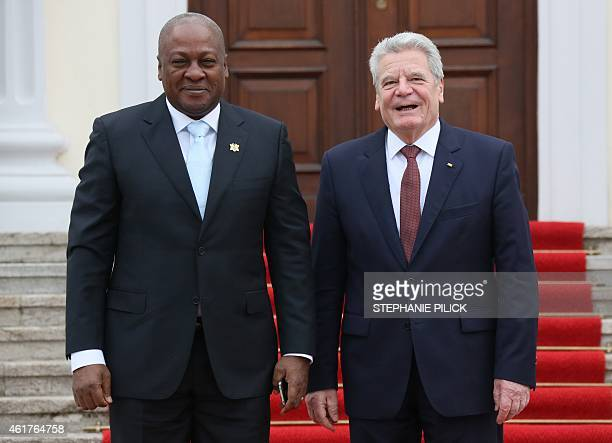 German President Joachim Gauck welcomes Ghana's President John Dramani Mahama in front of Bellevue Palace in Berlin January 19 2015 AFP PHOTO / DPA /...