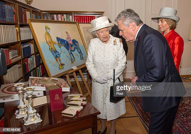 German President Joachim Gauckand his partner Daniela Schadt host a reception with Queen Elizabeth II and Prince Philip, Duke of Edinburgh, at...