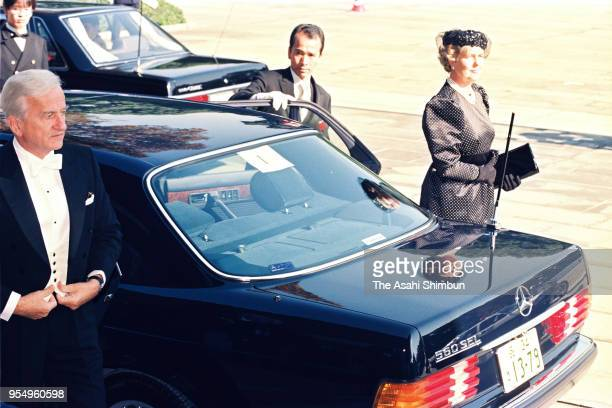 German President Richard von Weizsacker and his wife Marianne are seen on arrival at the Imperial Palace to attend the 'SokuinoRei' Emperor's...