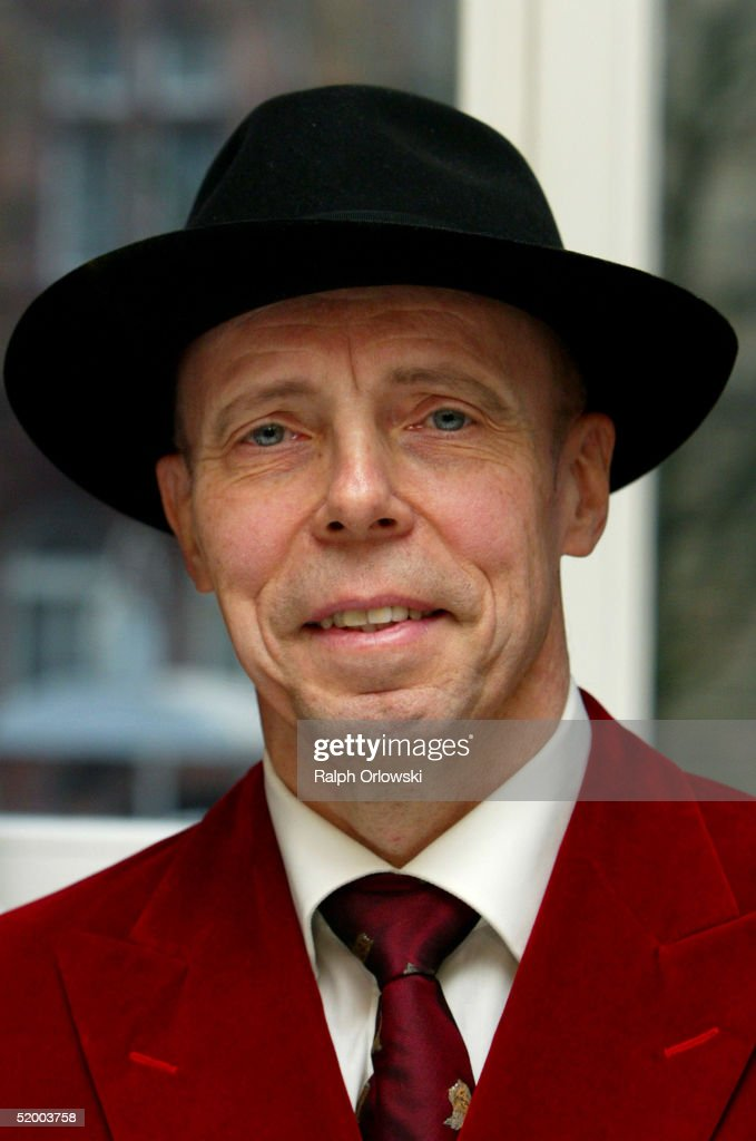 Plastination Expert Gunther von Hagens Gives Press Conference Photos ...