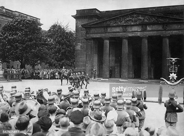 German Reich Reichswehr / WehrmachtChanging the guard at the Neue Wache according to the new regulations from May 1933Berlin Unter den Linden