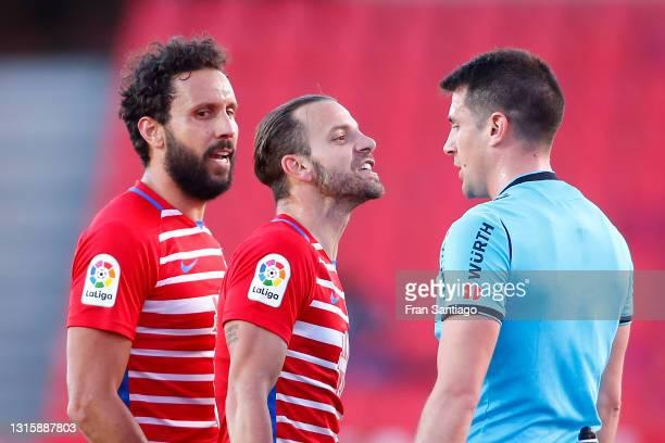 German Sanchez and Roberto Soldado of Granada CF interact with Match Referee, Isidro Diaz de Mera Escuderos during the La Liga Santander match...