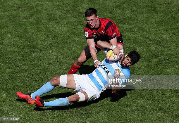 German Schulz of Argentina and Morgan Williams of Wales battles for the ball during day two of the Emirates Dubai Rugby Sevens HSBC World Sevens...