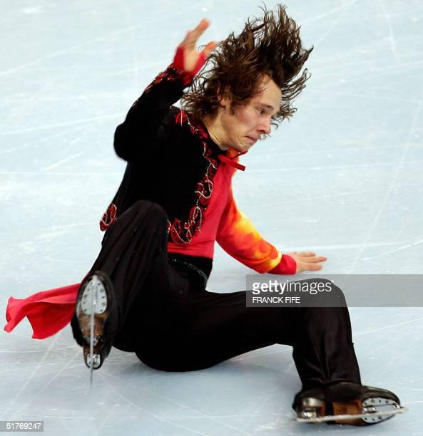 German Silvio Smalun falls down during the men's free program of the Bompard Trophee Ice Skating event 20 November 2004 at the PalaisOmnisports de...