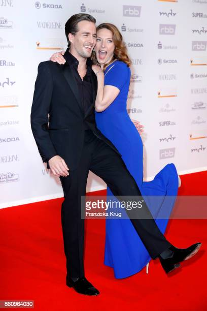German singer Alexander Klaws and Dutch singer Willemijn Verkaik attend the Goldene Henne on October 13 2017 in Leipzig Germany