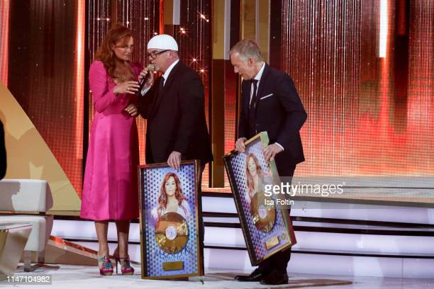 German singer Andrea Berg Austrian singer Gerry Friedle alias DJ Oetzi and German presenter Johannes B Kerner during the television show 'Willkommen...