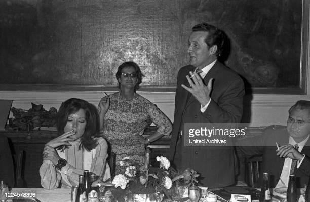 German singer Friedel Frank together with Diana Rigg and Patrick MacNee, Germany, 1960s.