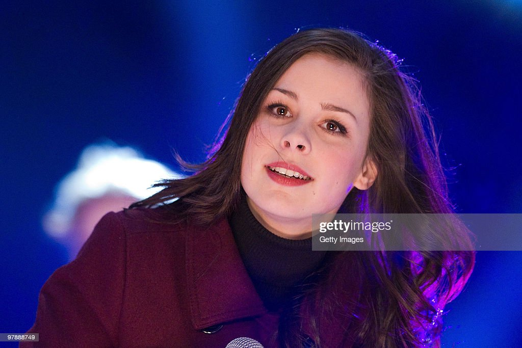 German Singer Lena Meyer Landrut Performs On Stage During The Tv News Photo Getty Images