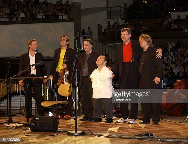 German singer Thomas Quasthoff with the members of the Berlin Philharmonic Jazz Group after a concert