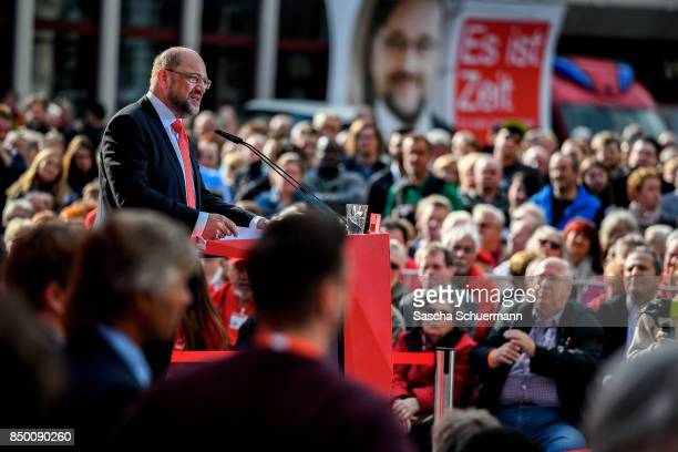 German Social Democrat and chancellor candidate Martin Schulz speaks during an election campaign stop on September 20 2017 in Gelsenkirchen Germany...