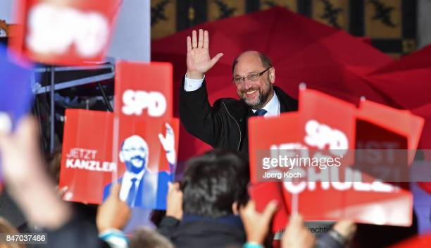 German Social Democrat and chancellor candidate Martin Schulz waves to the audience during an election campaign stop on September 14, 2017 in Munich,...