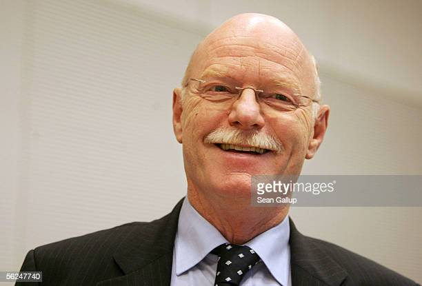 German Social Democrat Peter Struck arrives for a meeting of the SPD Bundestag faction where Struck was to be voted new faction chairman November 21...