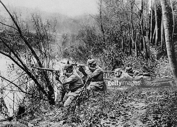 German soldiers at the edge of the River Aisne France 1915 A photograph from Der Grosse Krieg in Bildern