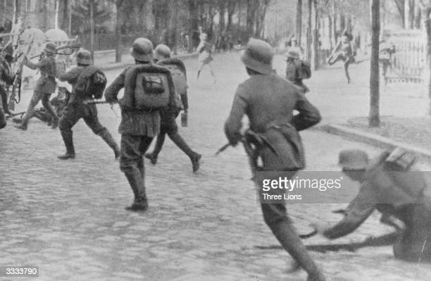 German soldiers involved in street fighting at Berlin during the Spartacist uprising which broke out in Berlin following Germany's defeat in World...