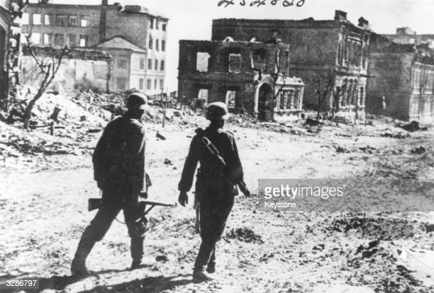 German soldiers make their way through the 'ghost streets' of Stalingrad