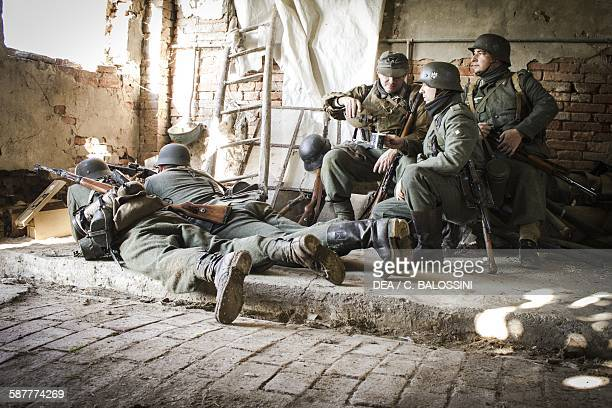 German soldiers of the 26th Panzer Division setting up a machinegun position in an abandoned farmhouse Italian front Second World War 20th century...