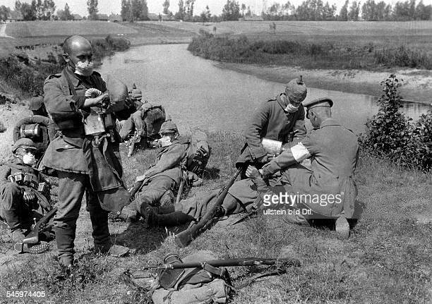 German soldiers with gas masks at the Yser canal after returning from their mission in the area of Ypres