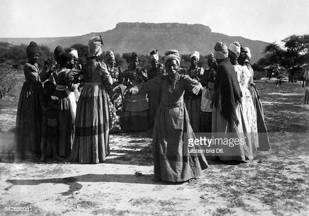German South West Africa German colony herero marriage women dancing date unknown probably around 1930 published in Dame 21/1932