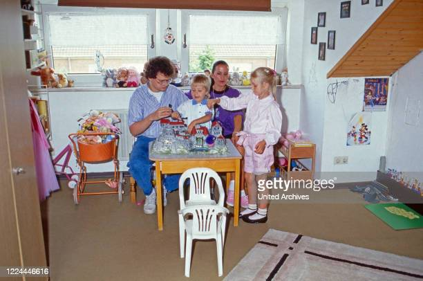 German sports presenter Ulrich Ulli Potofski with his wife Monika an dthe children at Cologne, Germany, 1989.