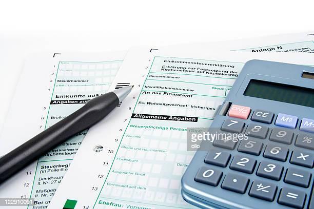 Deutsche Steuerformulare, Stift und Taschenrechner-Textfreiraum
