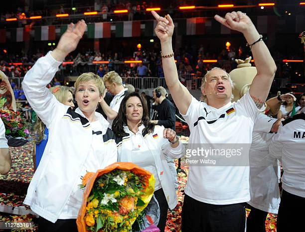 German team members Karen Heinrichs Christine Neubauer and Uwe Ochsenknecht celebrte their victory during the 'Deutschland Gegen Italien' TV Show on...