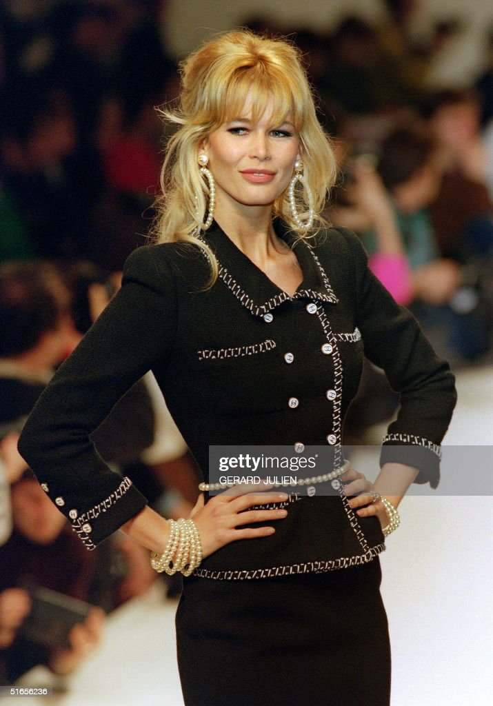 German top-model Claudia Schiffer displays 24 Janu : Nachrichtenfoto