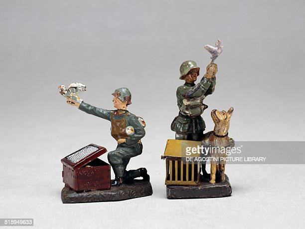 German toy soldiers from the carrier pigeon division made by Lineol 1936 Germany 20th century Milan Museo Del Giocattolo E Del Bambino