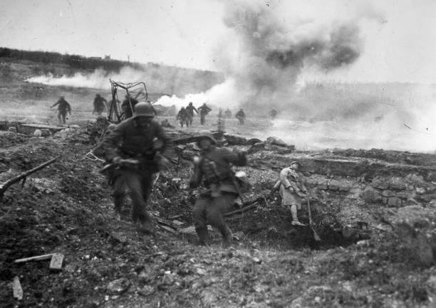 German troops advance in the sector near Villers-Bretonneux...