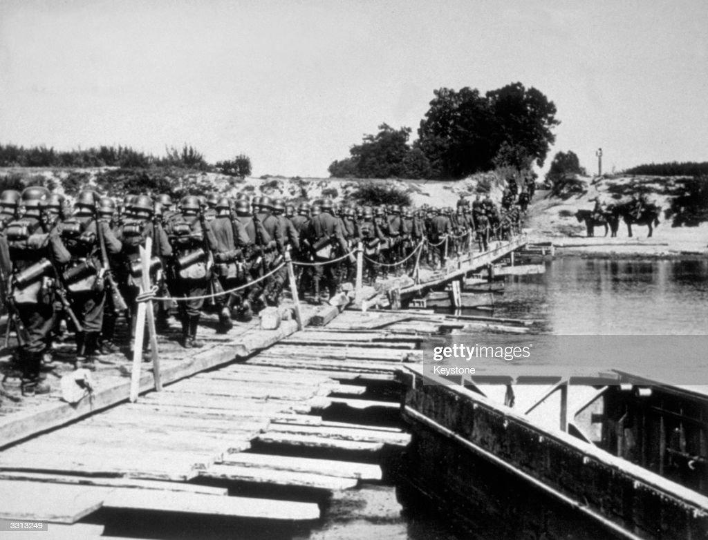 River San Crossing : News Photo