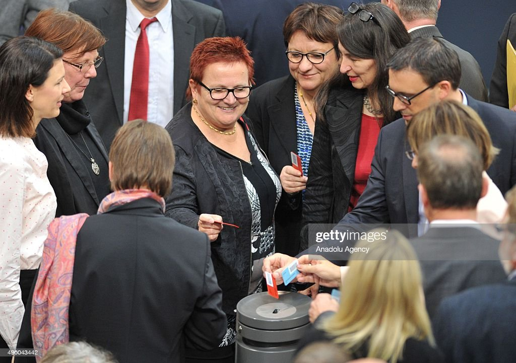 German parliament votes to criminalize commercial euthanasia : News Photo