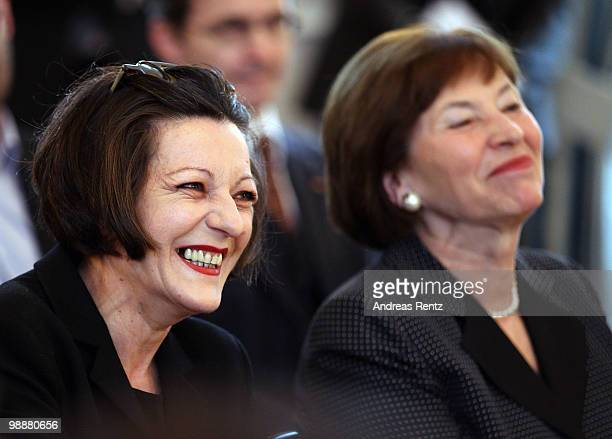 German writer Herta Mueller and First lady Eva Luise Koehler smile during a reception at Bellevue palace on May 6 2010 in Berlin Germany German...