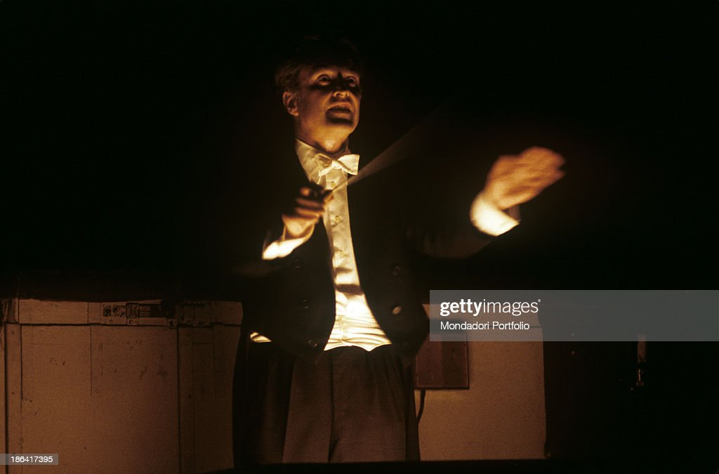 German-born Argenian conductor Carlos Kleiber (Karl Ludwig Kleiber) conducting the opera Tristan und Isolde at La Scala. Milan, April 1978.