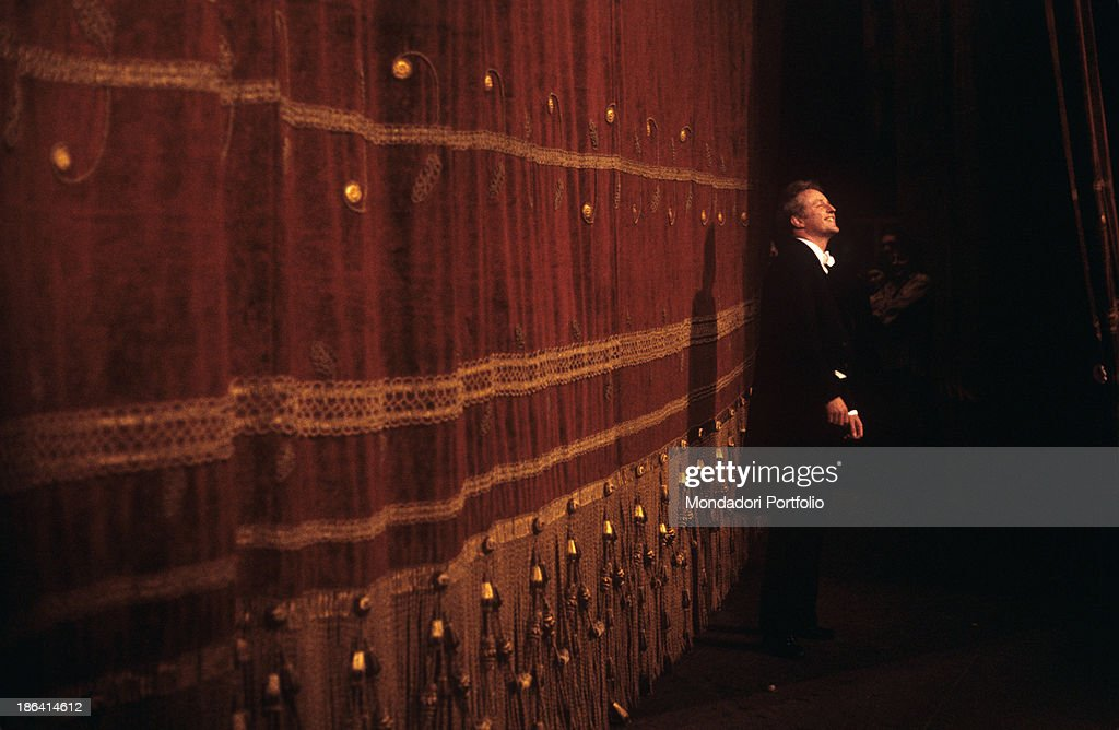 German-born Argenian conductor Carlos Kleiber (Karl Ludwig Kleiber) receiving the applause from the public at the end of the opera Tristan und Isolde performed at La Scala. Milan, April 1978.
