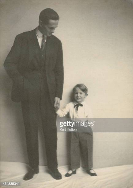 German-born photographer Kurt Hutton with his son Peter, circa 1925. Hutton first worked for the Dephot agency in Germany, before moving to Britain...