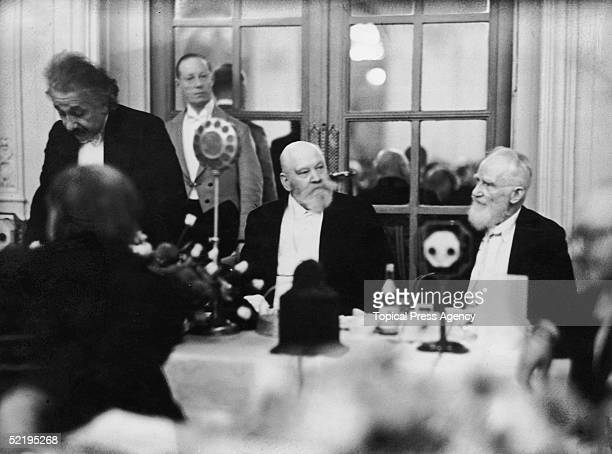 Germanborn physicist Albert Einstein and Irish playwright George Bernard Shaw attend a dinner at the Savoy Hotel October 1930 Between them is Lionel...