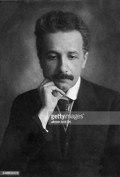 German-born theoretical physicist, Albert Einstein , circa 1919. Published in: 'Berliner Illustrierte Zeitung' 04/1921 Vintage property of ullstein...