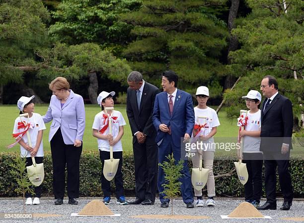 TOPSHOT GermanChancellor Angela Merkel US President Barack Obama Japanese Prime Minister Shinzo Abe and French President Francois Hollande...