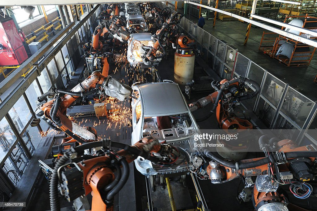 Iranian Carmaker Khodro Expects Improvement From Geneva Easing Of Sanctions : News Photo